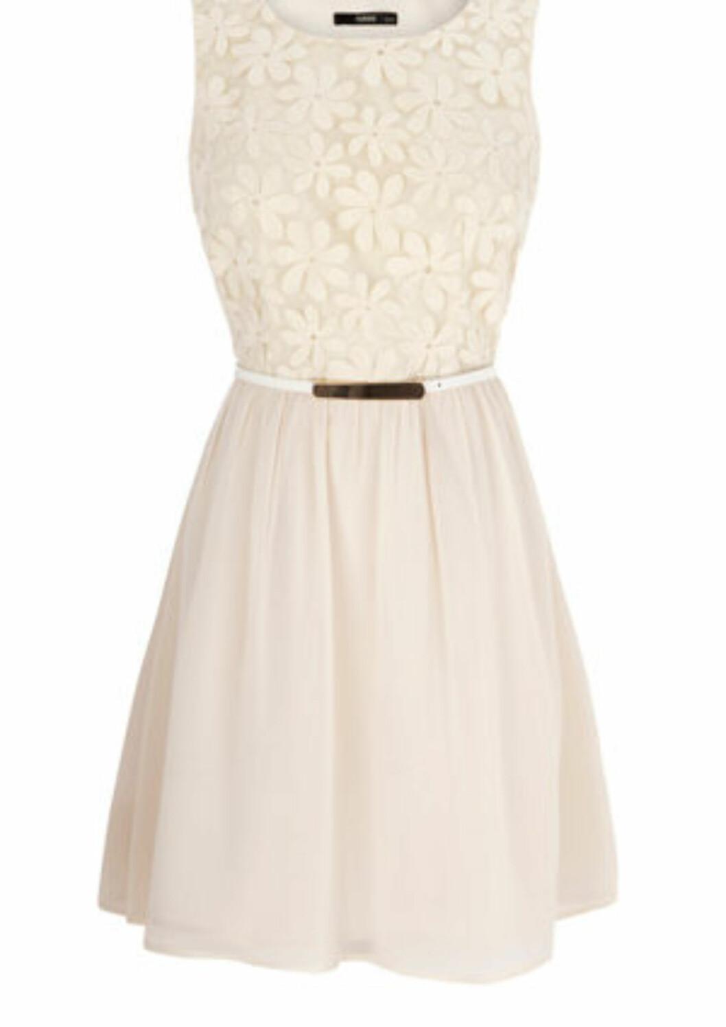 Romantisk kjole med blomsterdekorasjoner (ca kr 590/Oasis). Foto: Produsent