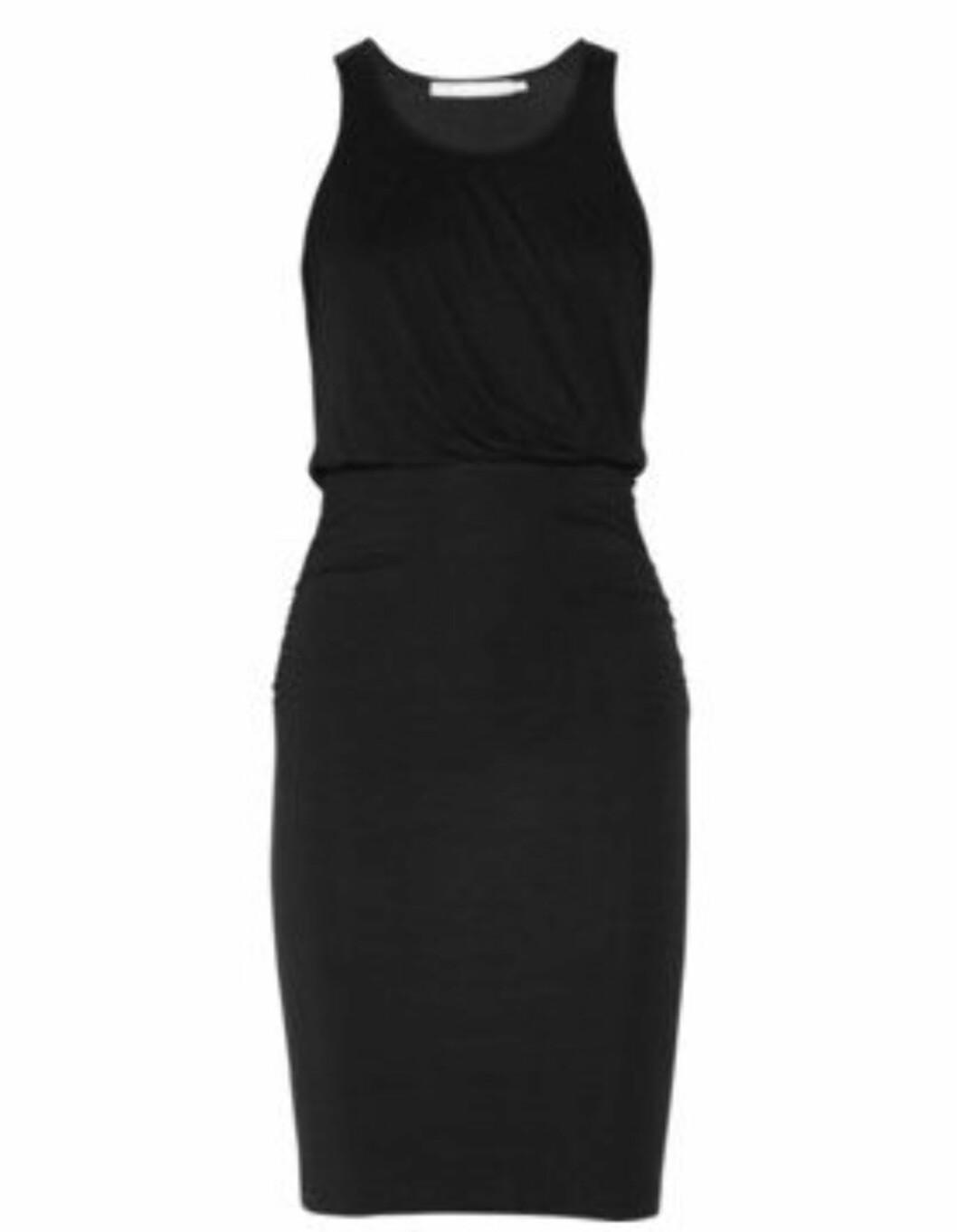 Svart kjole fra Kain (ca kr 990/netaporter.com). Foto: Produsent