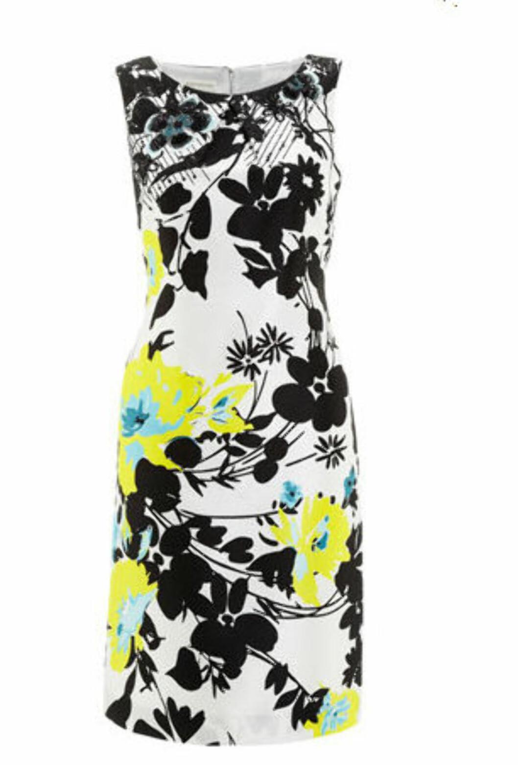 Etttersittende kjole med blomstermønster (kr 999/Monsoon). Foto: Produsent