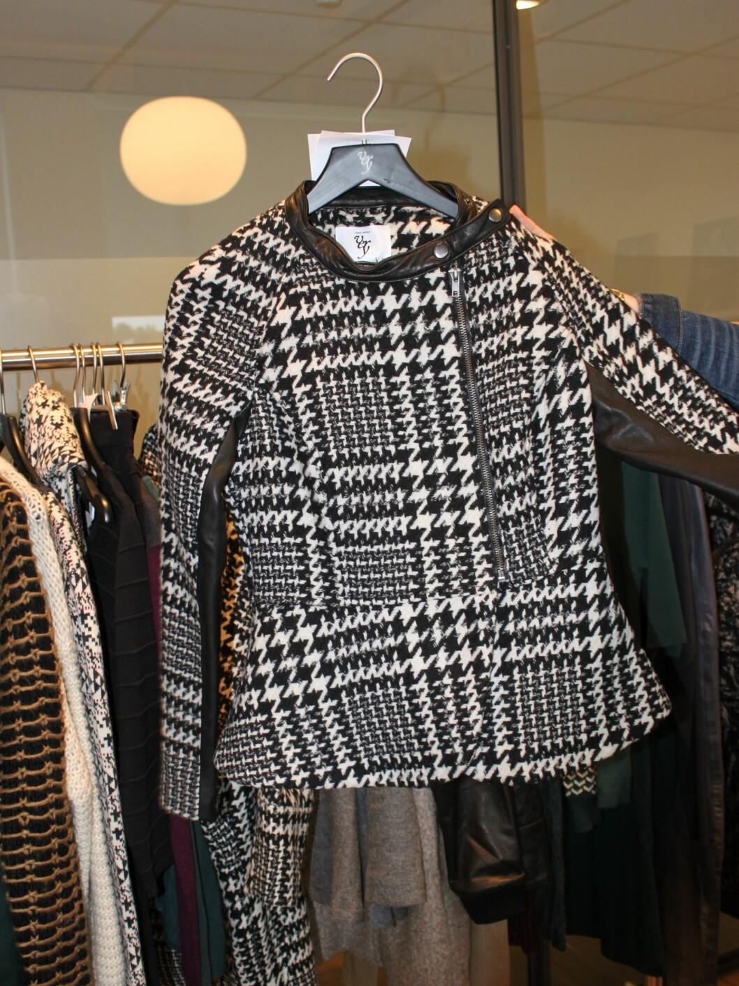 Hundetann + skinn = sant. Legg også merke til at jakken har kappe, for å framheve de feminine formene.  Foto: Tone Ruud Engen