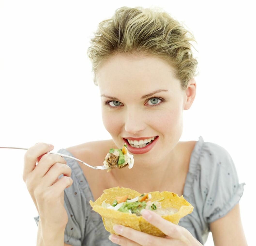 SUNNERE VALG: Det er mange måter å gjøre tacomåltidet sunnere på. Det beste er å kutte ned på krydderblanding (fra butikk), rømme, ost, behandlet kjøtt og heller pøse på med friske grønnsaker.  Foto: Getty Images/Stockbyte