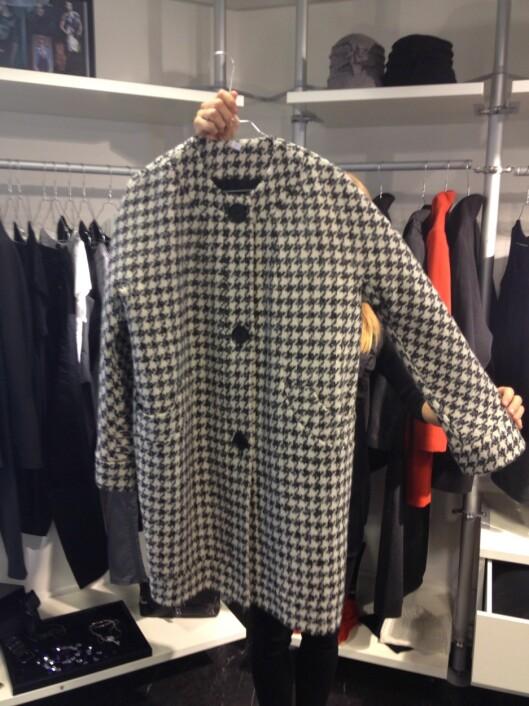 HUNDETANN: Et viktig mønster for høsten. Denne kåpen er en del av Sentimental Journey-kolleksjonen.  Foto: Aina Kristiansen