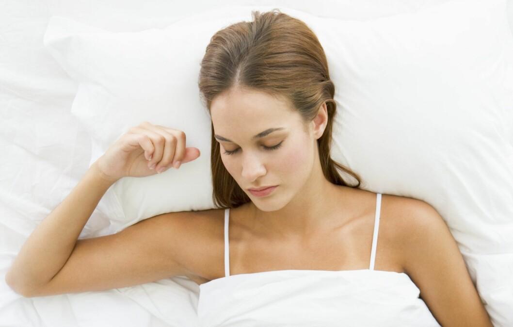 HELSESKADELIG SNORKING: Flere mennesker sliter med alvorlige snorkeproblemer som holder dem våkne om nettene. Ny forskning viser også at alvorlig snorking (søvnapné) kan øke risikoen for å dø av kreft.  Foto: Colourbox