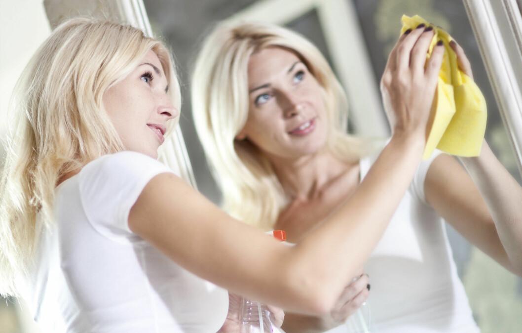 MOTVIRKER ALZHEIMERS: Forskning viser at regelmessig fysisk aktivitet, som for eksempel husarbeid, kan være med på å motvirke utviklingen av demens - også blant godt voksne og eldre mennesker.  Foto: Getty Images/iStockphoto