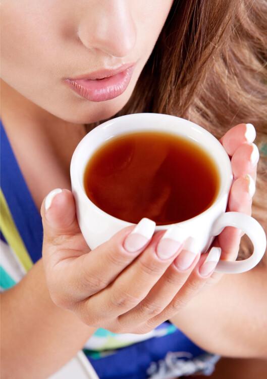 SVART OPPKVIKKER: Våkne pp med en kopp sort te. Foto: Colourbox