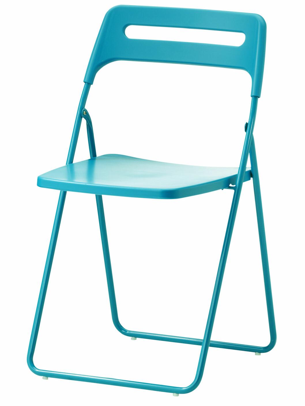 Klappstol i blått (kr 129). Foto: Produsenten