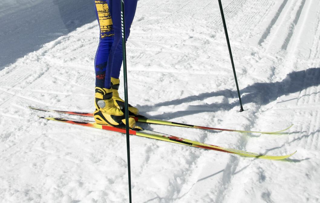 GJØR KLART FOR NESTE SESONG: Husk å rense (langrenn) og preppe (alpint) skiene før du setter de vekk for sommeren. Da holder de seg nemlig langt bedre og vil være supre til neste sesong også.