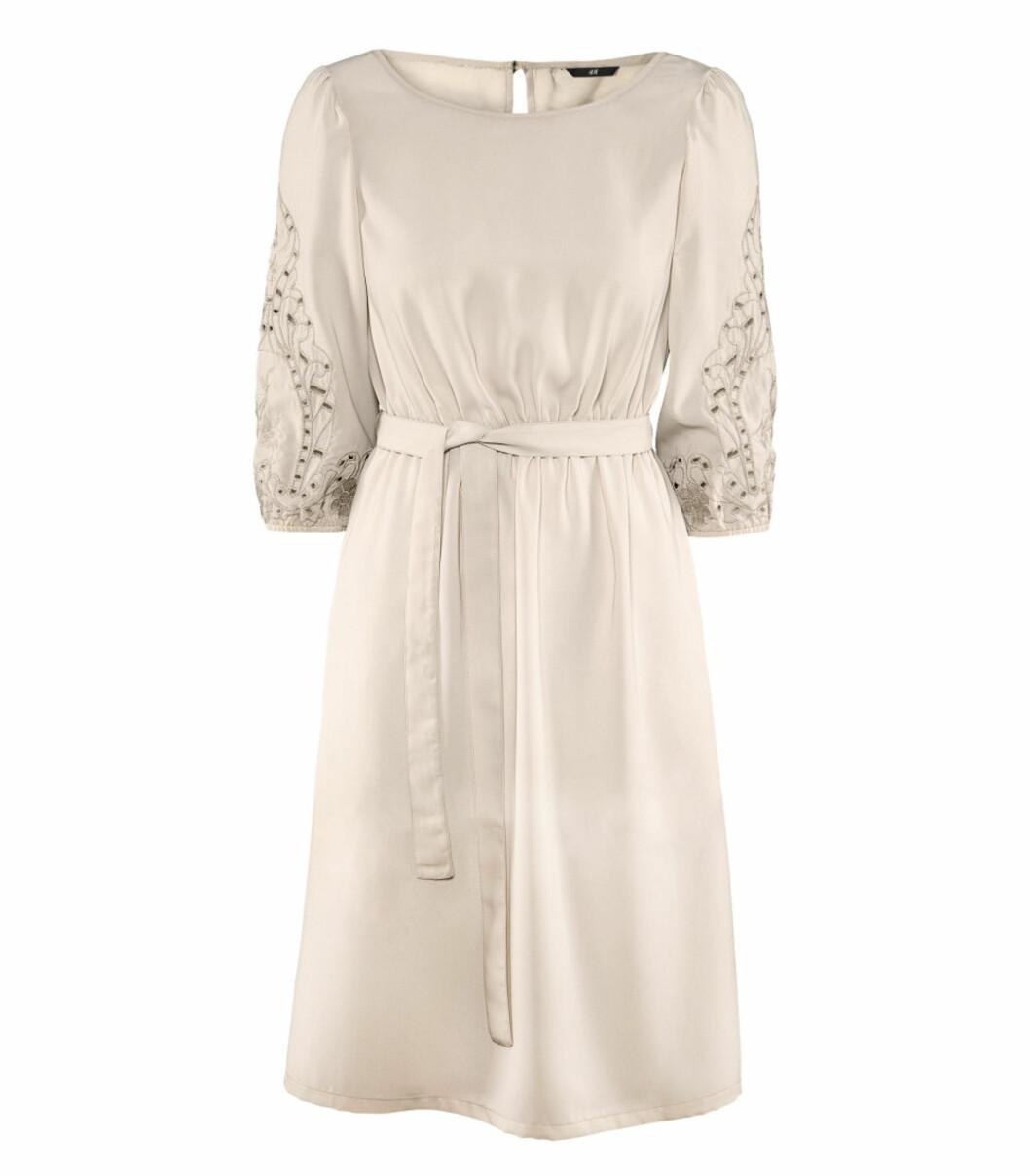 Kjole med fine detaljer (kr 199/H&M). Foto: Produsent
