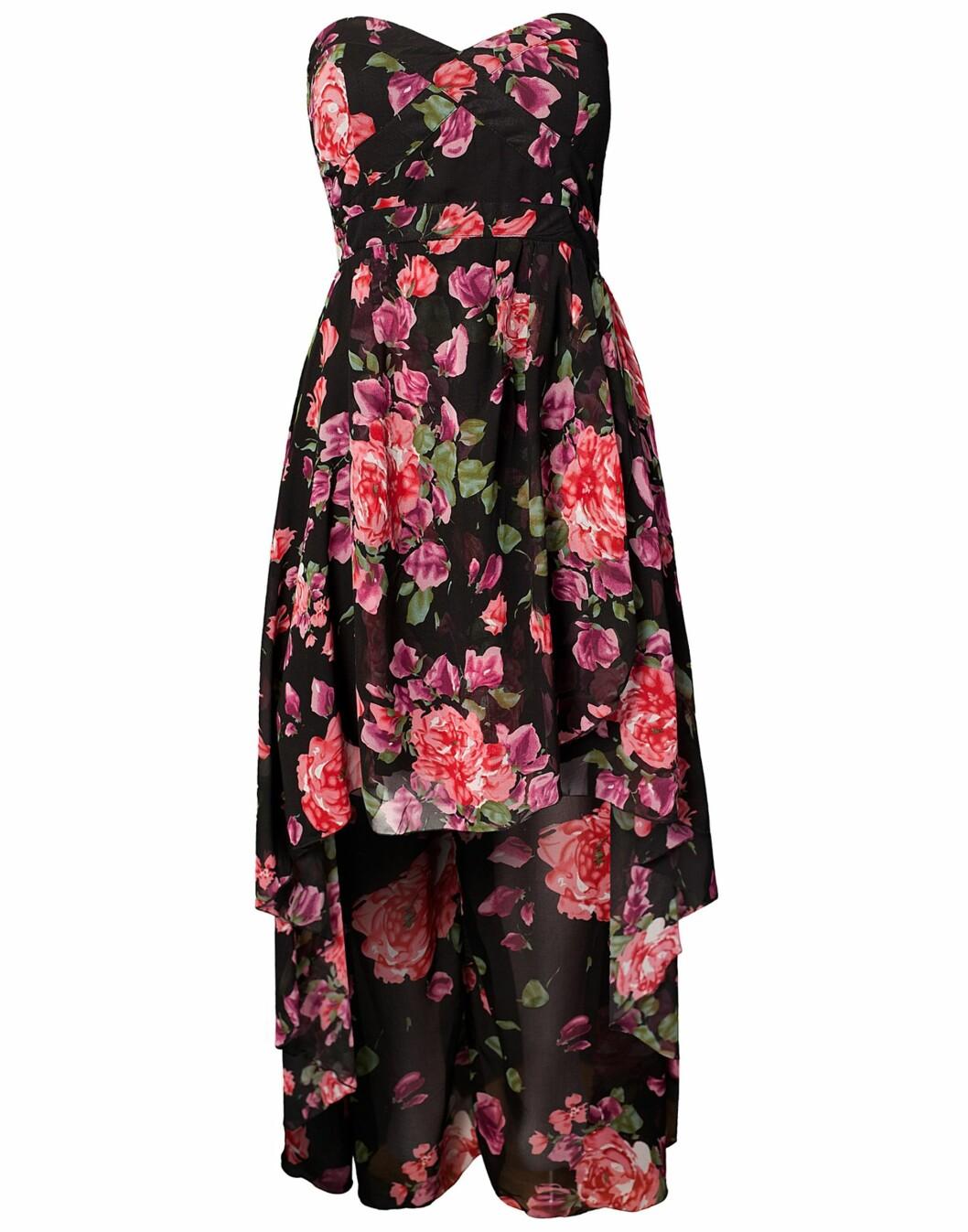 Kjole som er kort foran og lang bak fra Ax Paris(kr 379/nelly.com). Foto: Produsent