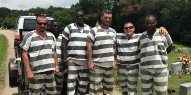 Da fengselsbetjenten gikk i bakken hadde de alle muligheter til å stikke av. I stedet hylles de for sin innsats