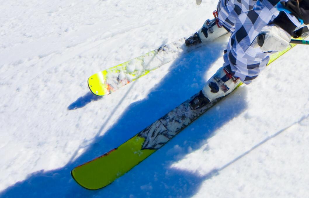 PREPP: Alpintski (og snowboard) bør preppes og slipes (kantene) hvertfall én gang i året. Bruker du dem mye kan det lønne seg å gjøre det oftere.  Foto: Getty Images/iStockphoto