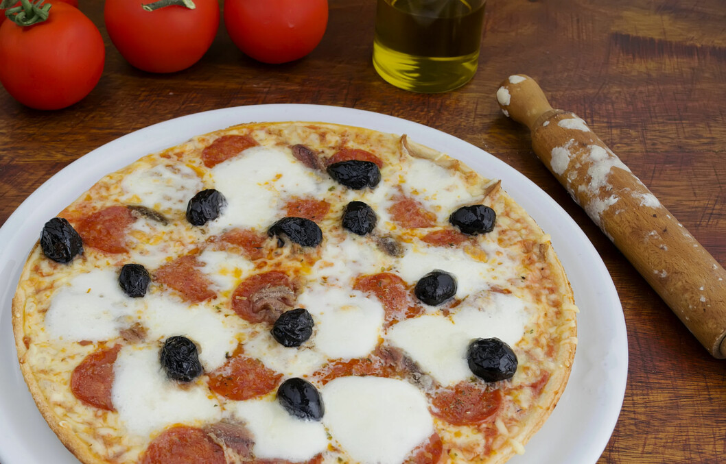 TILBEHØR: Ansjos brukes ofte som tilbehør i salater, pastaretter eller på pizza. Ansjos er også rik på omega 3, som øker nivåene av sunt kolesterol i blodet.  Foto: Getty Images/iStockphoto