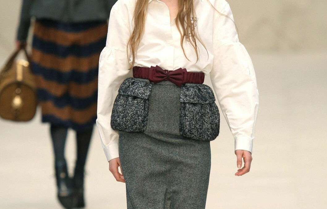 LONDON, UNITED KINGDOM - FEBRUARY 20: A model walks the runway at the Burberry Autumn/Winter 2012 show at London Fashion Week at Kensington Gardens on February 20, 2012 in London, England. (Photo by Antonio de Moraes Barros Filho/WireImage) Foto: All Over Press