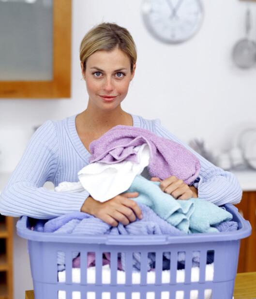 FØRSTE STOPP -  VASKEMASKINEN: Nye plagg som skal ha hudkontakt bør vaskes før bruk. Foto: Thinkstock