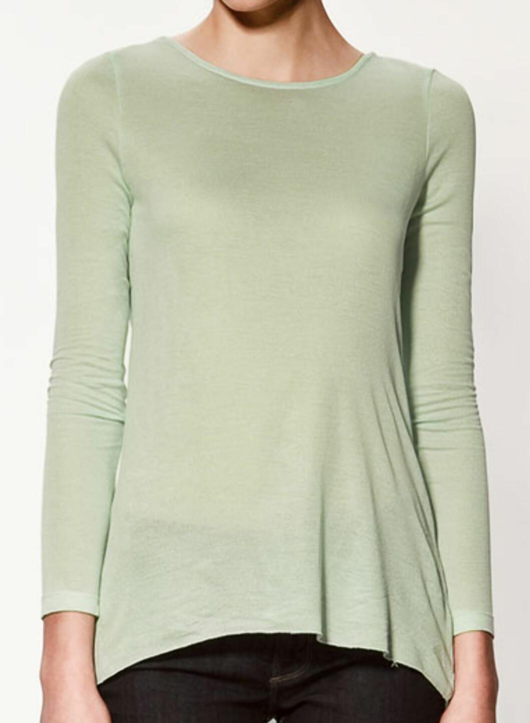 Langermet topp med åpen rygg (kr.179/Zara). Foto: Produsenten