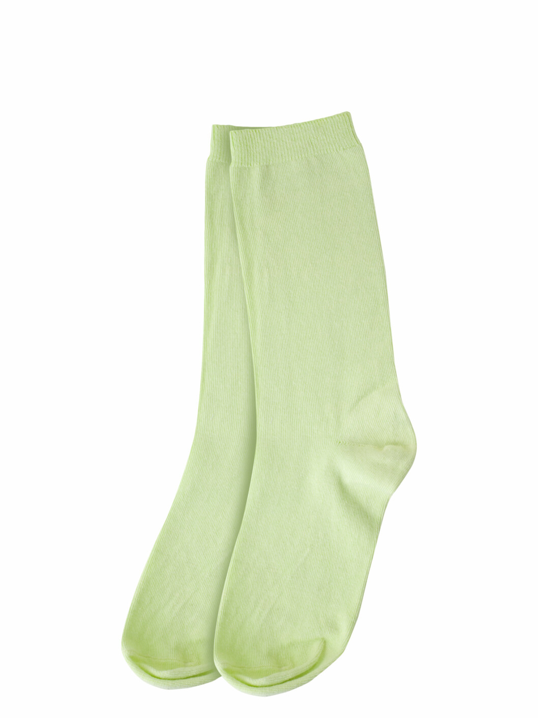 Sokker i trendfargen er en fin effekt til ankellange bukser (kr.30/Weekday). Foto: Produsenten