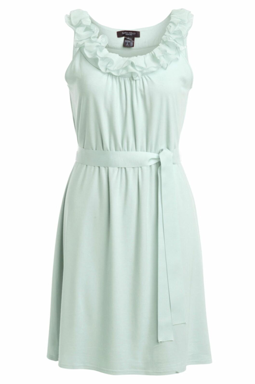 Søt kjole med knytting i livet fra Sara Kelly (kr.299/Ellos.no). Foto: Produsenten