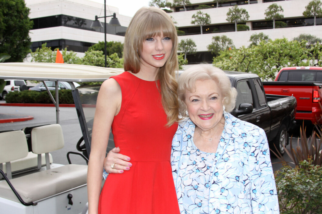 <strong>ALDERSFORSKJELL:</strong> Taylor Swift (22) og Betty White (90) har begge roller – eller stemmer – i den kommende Dr. Seus-filmen «The Lorax». Foto:  All Over press