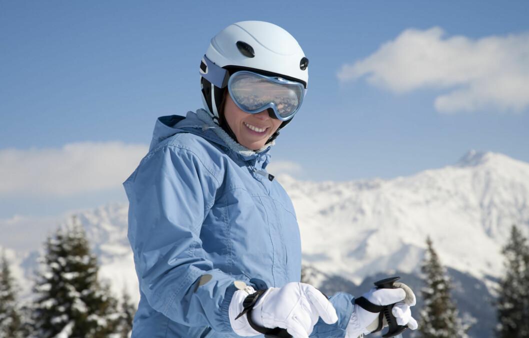 RIKTIG PLEIE: Uansett om du bruker jakken din til ski eller hverdags, så bør du stelle pent med den og vaske den regelmessig - med eget vaskemiddel, dersom du ønsker at den skal holde seg lenge.  Foto: Getty Images/iStockphoto