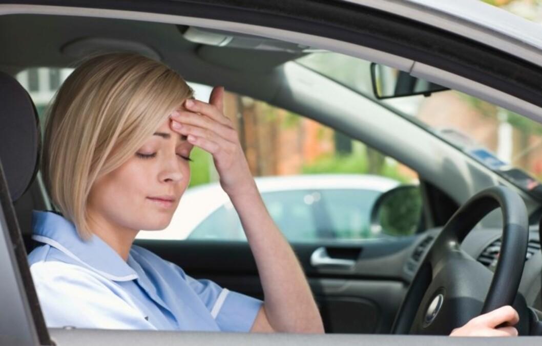 <strong>DROPP BILKJØRINGEN:</strong> Det å kjøre bil når du har en kraftig forkjølelse eller influensa kan redusere kjøreegenskapene dine med 50 prosent.  Foto: Getty Images/Polka Dot RF