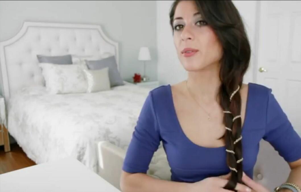LÆR AV VIDEOEN: Alt du trenger å gjøre for å kopiere denne sveisen, er å vikle en lenke rundt to like deler av håret ditt. Se hvordan du gjør det lenger ned i saken.  Foto: Luxy Hair