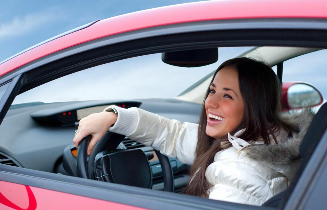 <strong>RIKTIG STILLING:</strong> Riktig sittestilling når du kjører bil er viktig - både for at du ikke skal få vondt i rygg og nakke, men også for å få god kjøreevne.  Foto: Getty Images/Zoonar RF