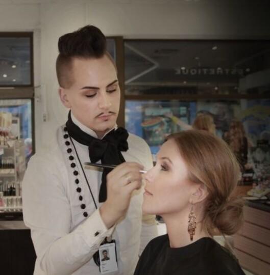 <strong>MAKEUPARTIST:</strong> Stephan Ulvund Øien er ansvarlig makeupartist for Isa Dora. Foto: isadora.blogg.no