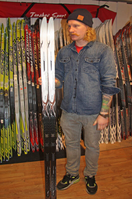 FÅ HJELP: Når du kjøper ski i en sportsbutikk husk å spørre butikkmedarbeiderne om hjelp til å sette opp en smørelomme - slik at du vet hvor det er best å påføre smøringen.  Foto: Adéle C. Blystad