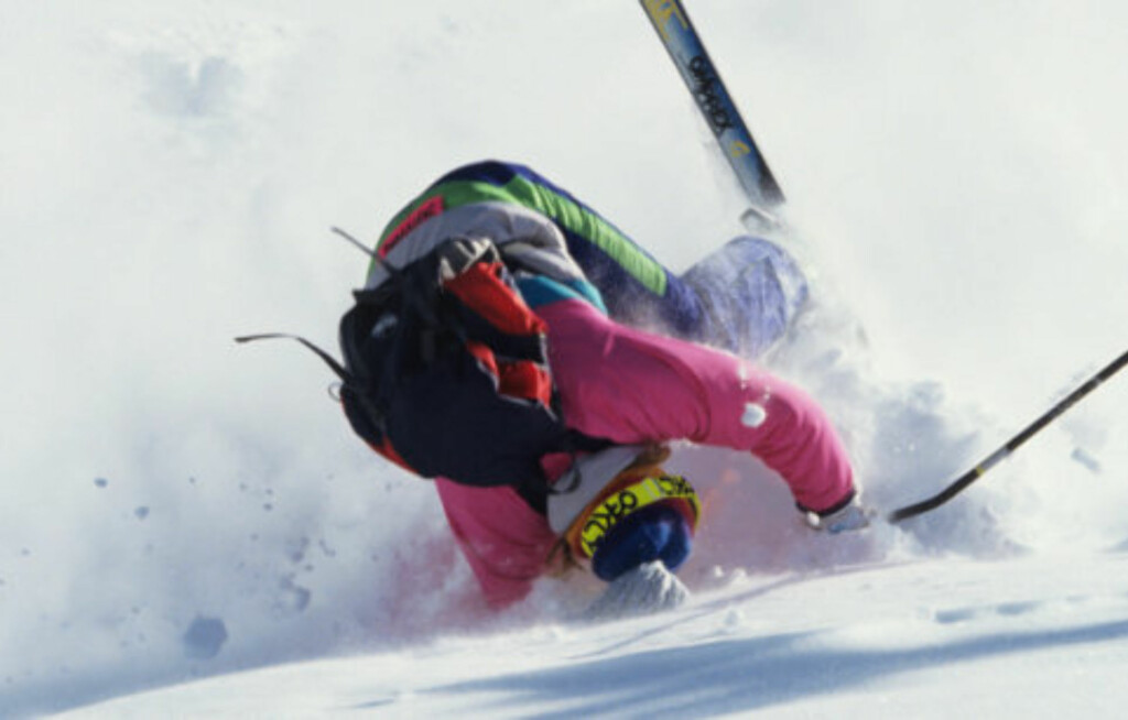 BRUK HJELM: Denne personen bruker ikke skihjelm, som kan føre til alvorlige hodeskader ved et stygt fall. En ordentlig skihjelm kan faktisk redusere hodeskader med 70 til 80 prosent.  Foto: Getty Images