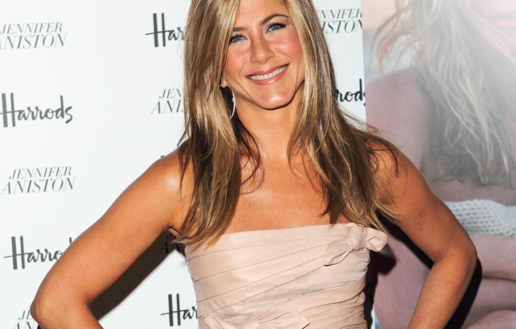 HUN HAR TIL SALT I SUPPA, MEN... Jennifer Aniston dropper salt mat før hun skal på fest. Foto: All Over Press