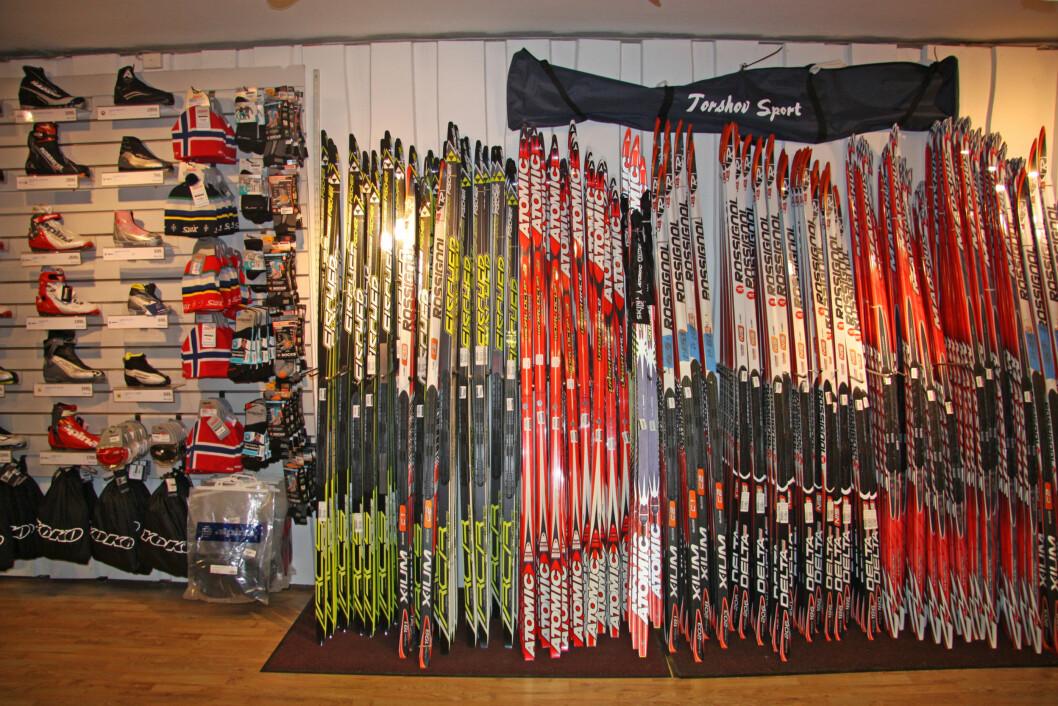 RIKTIG SPENN: Når du skal kjøpe deg langrennsski er det viktig at det er riktig spenn i skien din. Riktig spenn kommer an på faktorer som vekt, høyde, bruksområde etc.  Foto: Adéle Cappelen Blystad