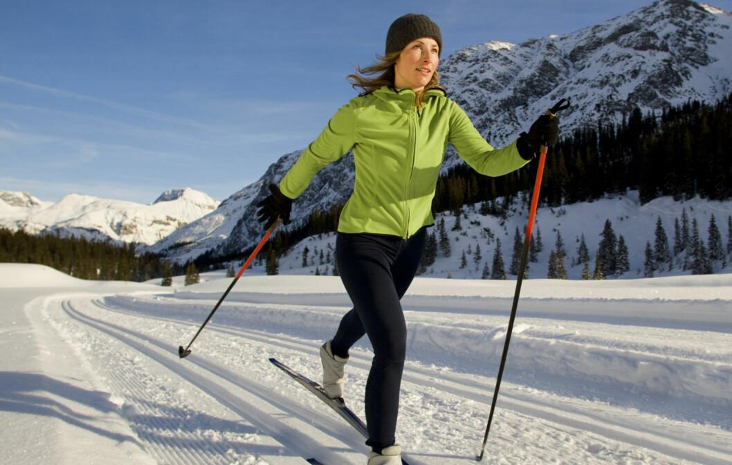 FÅ HJELP: Dersom du har planer om å investere i nye langrennsski kan det være lurt å spørre om hjelp i sportsbutikken. Da blir det enklere å finne gode ski, støvler og staver tilpasset ditt bruk og nivå.  Foto: Getty Images