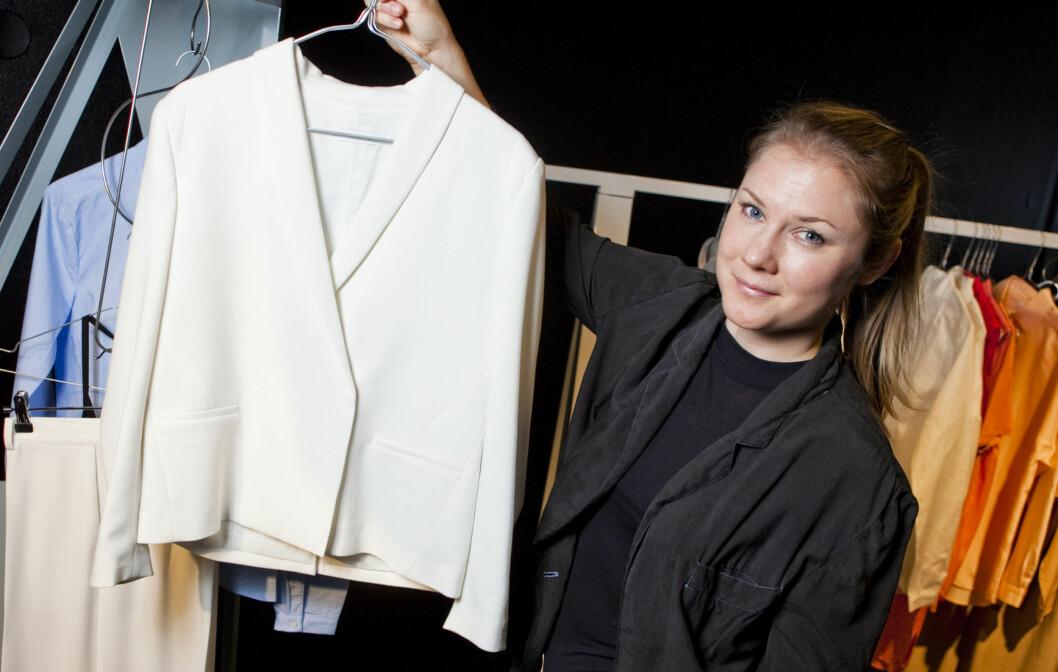 <strong>KLASSISK KVALITET:</strong> Karin Hagman med sin favoritt i den nye kolleksjonen som kommer i salg fra uke 7. Foto: Per Ervland