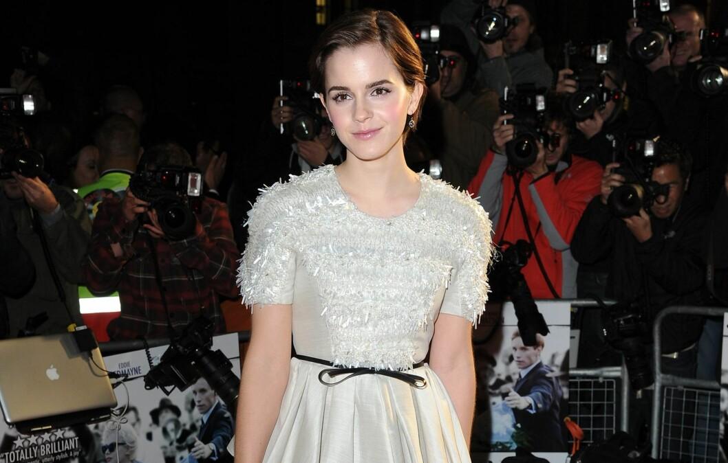 TJUVSTARTER: Emma Watson lagt sin elsk på 2012-kappen. Foto: All Over Press