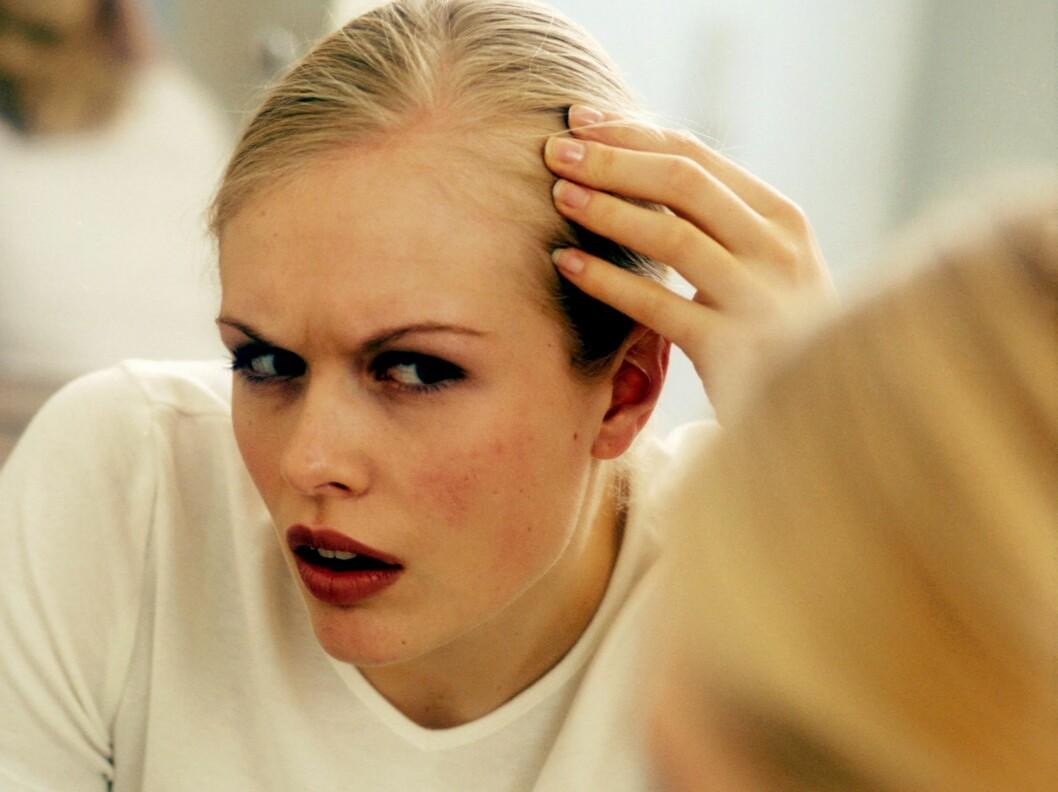 <strong>HÅRTAP:</strong> Det er helt naturlig å miste mye hår om høsten. Foto: Colourbox