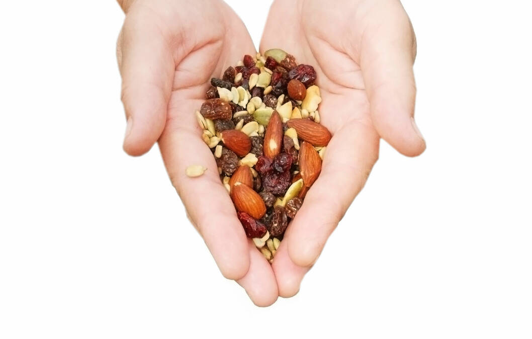 ÉN HÅNDFULL: Forskere har funnet ut at det å spise én håndfull (cirka 30 gram) nøtter hver dag kan være bra for å regulere appetitt og vekt.  Foto: Getty Images/Hemera