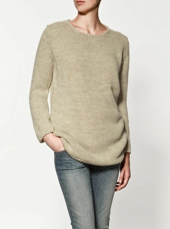 Avslappet genser som er perfekt til en slitt dongeribukse (kr 400, Zara).