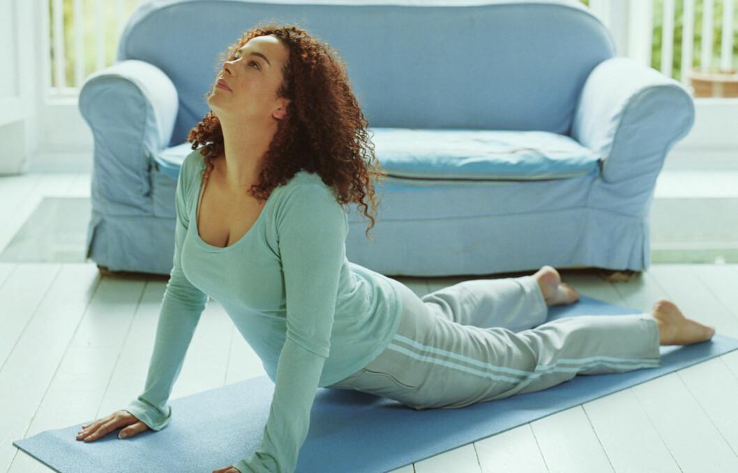 <strong>BRA MOT RYGGSMERTER:</strong> Ny forskning viser at yoga og tøying/strekk kan minske ryggsmerter betraktelig.  Foto: Getty Images