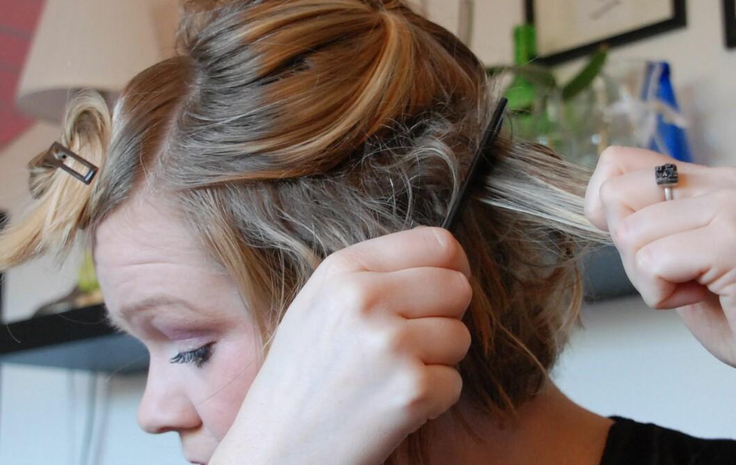 VÆR FORSIKTIG: Se gjerne på tuppering som enveiskjøring – du skal bare tuppere inn mot hodebunnen, ikke fra den.  Foto: Aina Kristiansen