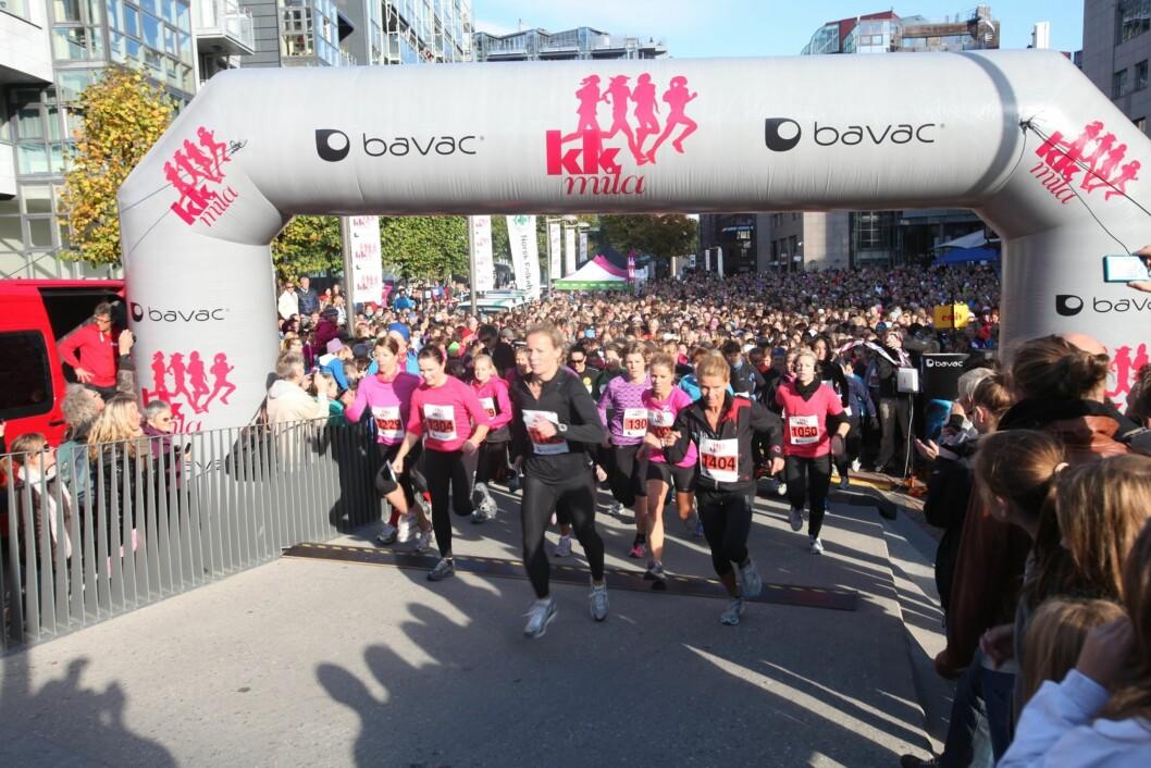 STARTSKUDDET: Her starter KK-mila, som ble avholdt på Aker Brygge lørdag 15. oktober.  Foto: Per Ervland