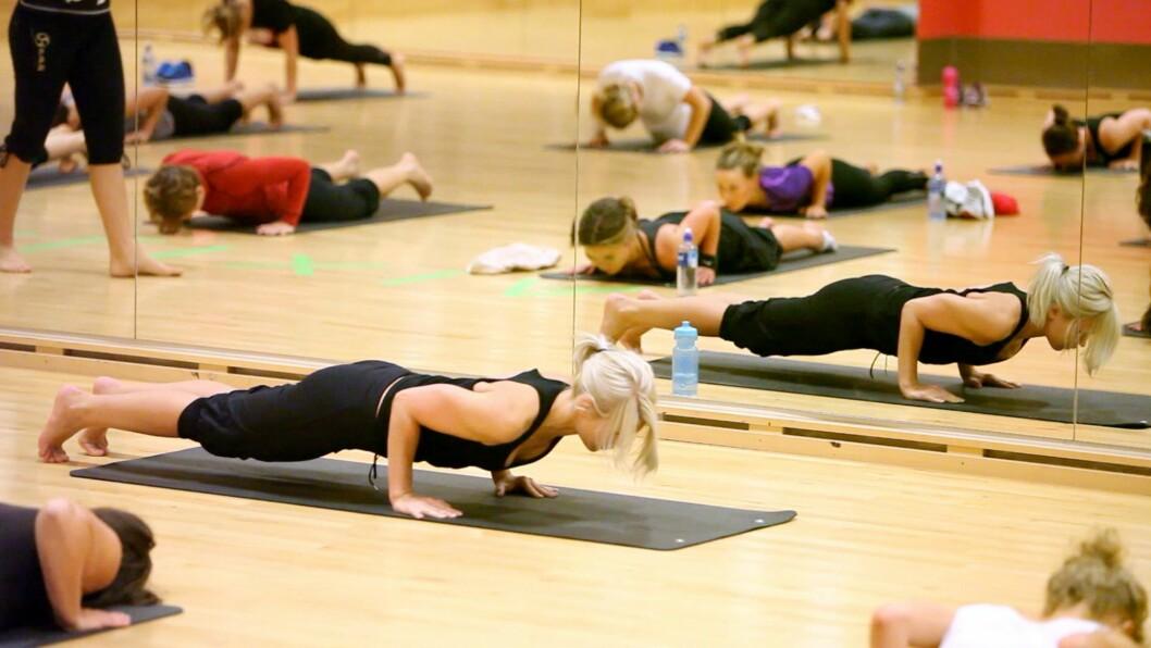 KJERNEMUSKULATUR: Ifølge Hegre jobber man mye med kjernemuskulatur i Budokon. Det er ikke statiske positurer, men mer fokus på at man skal bevege seg naturlig og lære seg å kjenne kroppen og hvordan den fungerer i bevegelsene.  Foto: Per Ervland