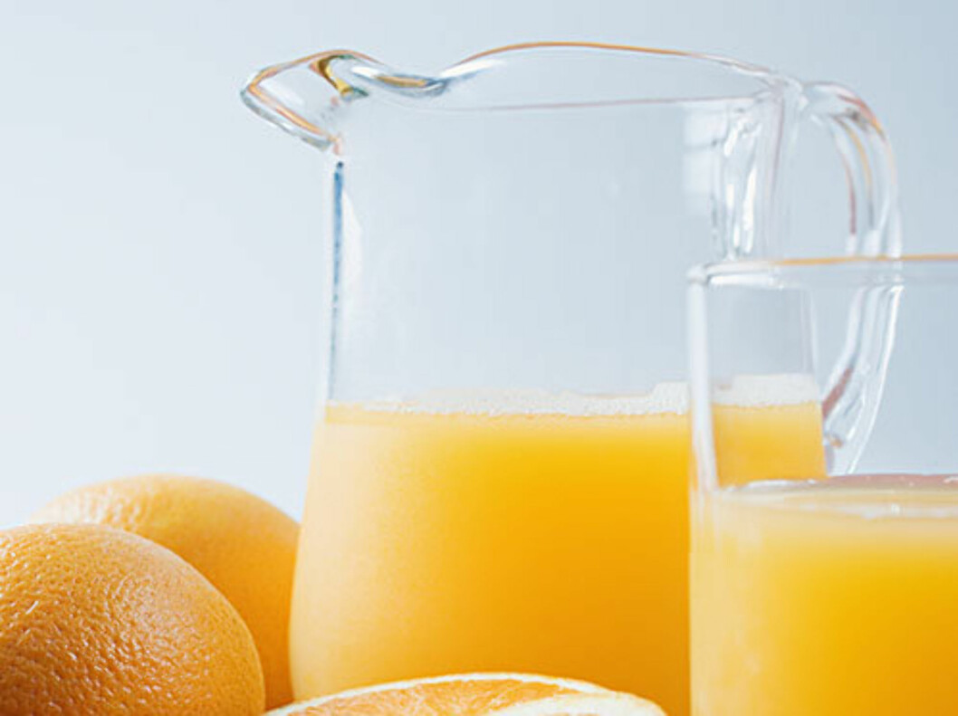 DROPP DENNE TIL KVELDSMAT: Appelsinjuice og andre syrlige drikker myker opp emaljen og kan ta skade av en tannpuss like etterpå.