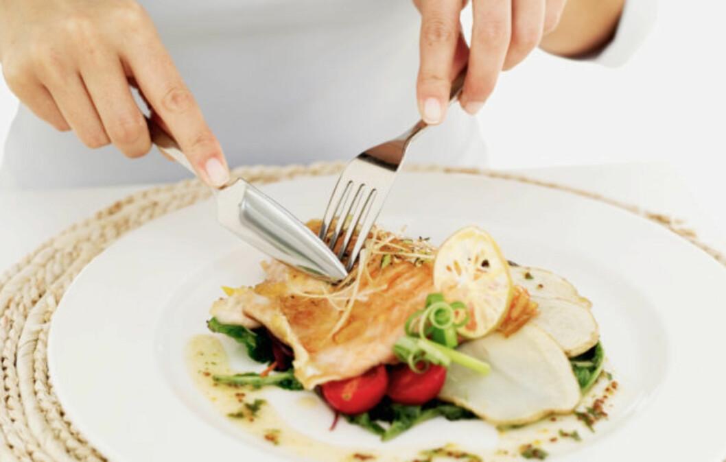 MOTVIRKER HJERNESLAG: Forskning har vist at det å spise fisk rik på omega-3 (som laks) to til tre ganger i uken kan redusere risikoen for hjerneslag.  Foto: Getty Images