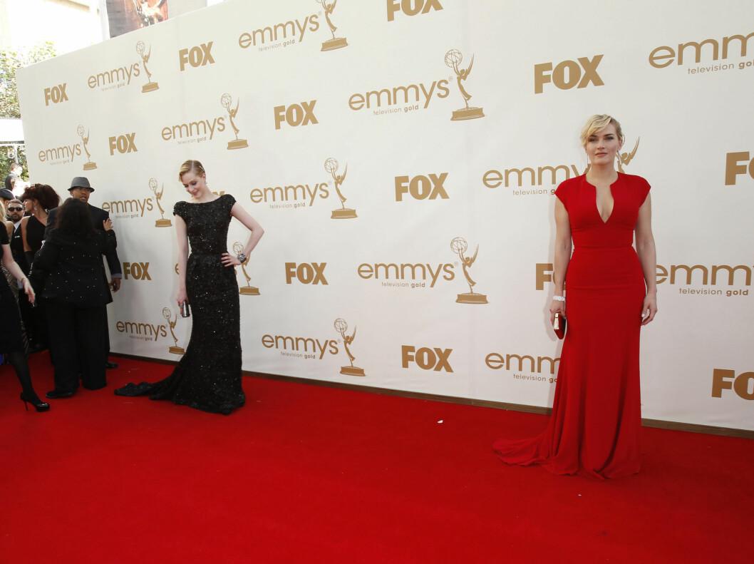 <strong>INNERTIER x 2:</strong> Både Kate Winslet (t.h.) i rødt og Evan Rachel Wood i glitrende svart imponerte med sine kjolevalg under årets Emmy-utdeling. Elie Saab har designet begge kjolene.  Foto: All Over Press