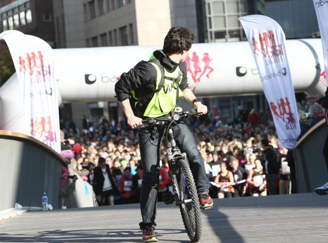 LEDET AN: En syklist ledet an foran damene.  Foto: Per Ervland