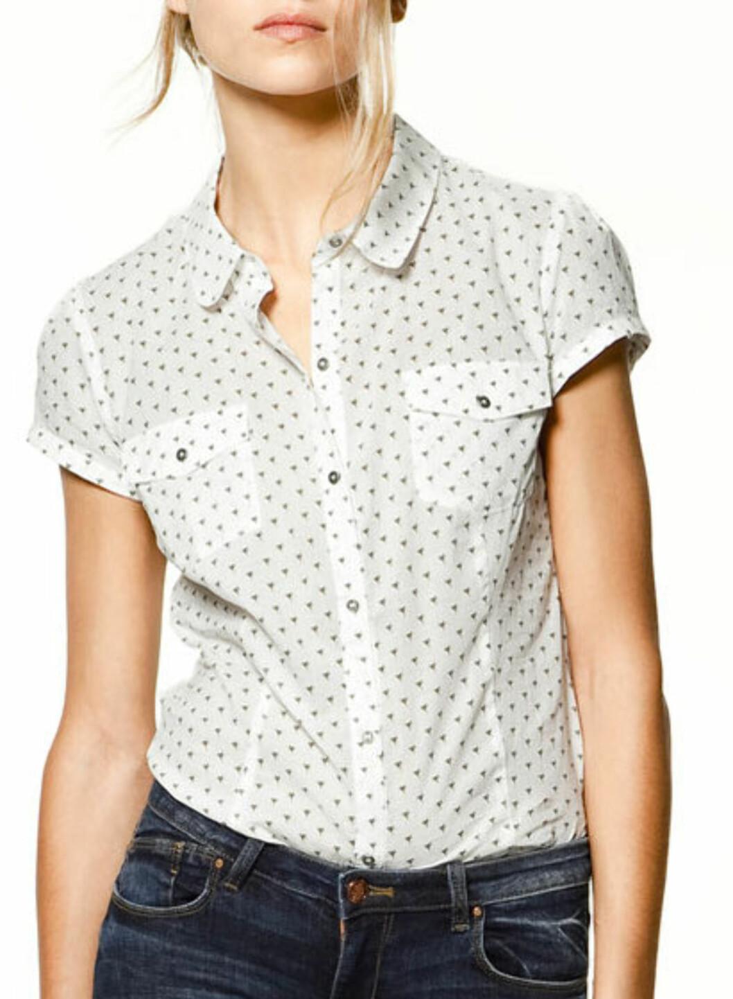 Bluse med lommer og små kolibrier (kr.279/Zara TRF). Foto: Produsenten