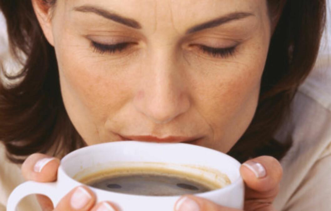 FIRE KOPPER: Forskning har vist at kvinner som drikker fire kopper kaffe om dagen minsker risikoen for å utvikle depresjon.  Foto: Getty Images