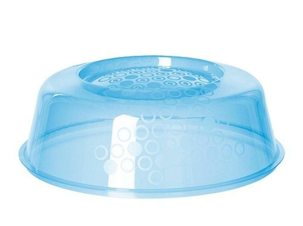 <strong>PRICKIG:</strong> Mikrobølgeovnlokk med små hull som slipper dampen ut (kr.9). Foto: Ikea.no