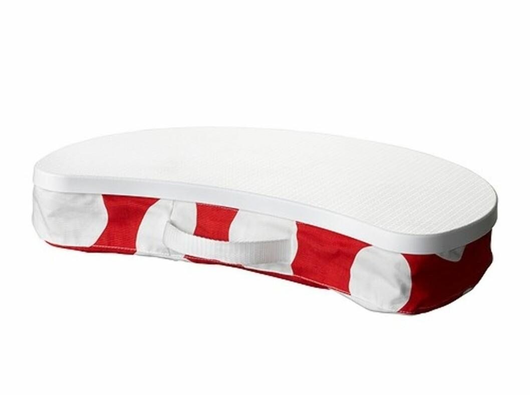 <strong>BRÄDA:</strong> Laptopen har faktisk ingenting å gjøre på lapet (fanget) ditt. Hvis du ikke har en slik en, da (kr.129) som lar viften under få fungere slik den skal. Nå i rødt stoff med store hvite bomber. Foto: Ikea.no