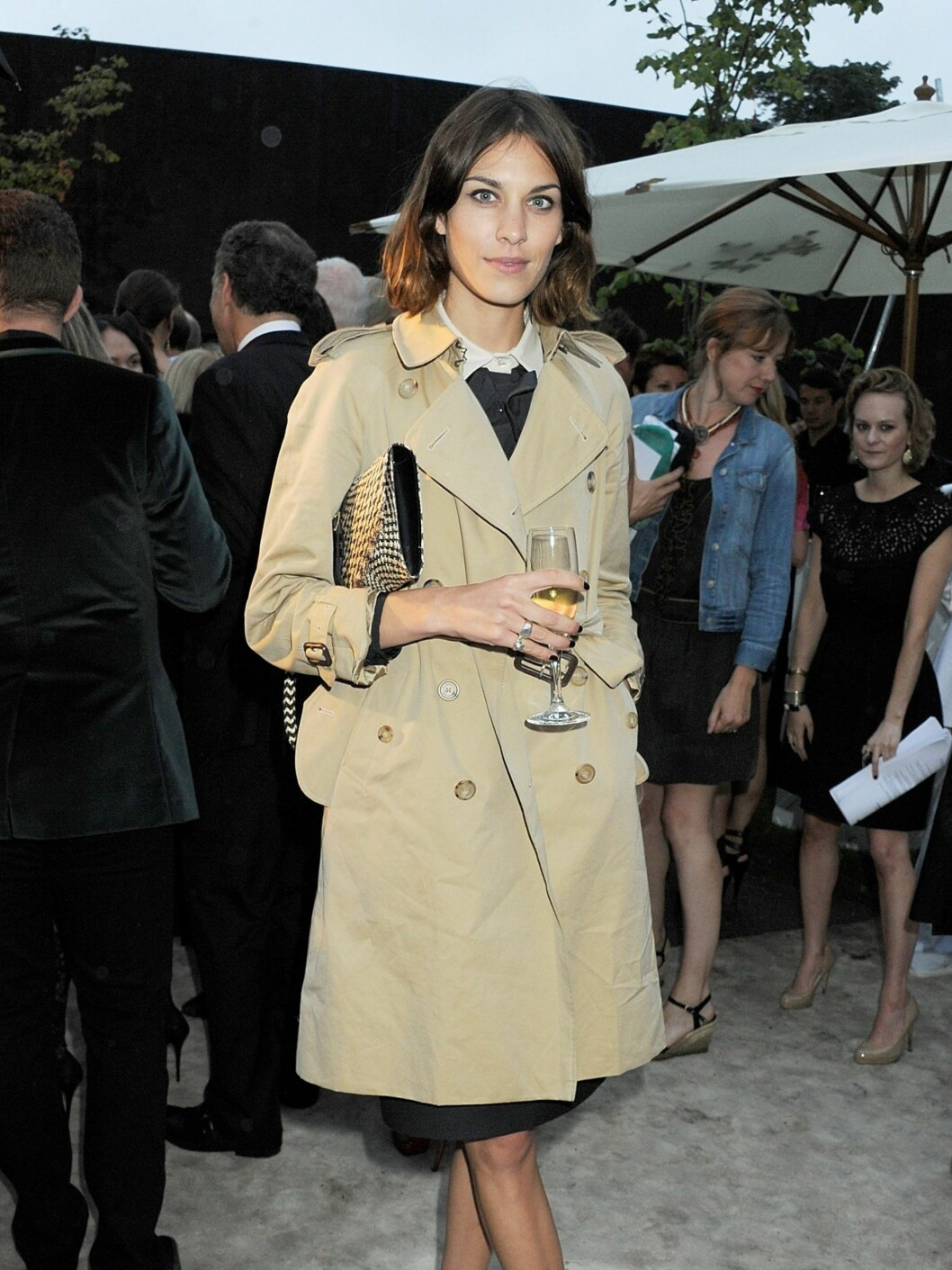 LONDON, ENGLAND - JUNE 28:  (EMBARGOED FOR PUBLICATION IN UK TABLOID NEWSPAPERS UNTIL 48 HOURS AFTER CREATE DATE AND TIME. MANDATORY CREDIT PHOTO BY DAVE M. BENETT/GETTY IMAGES REQUIRED)  Alexa Chung attends the Burberry Serpentine Summer Party at The Serpentine Gallery on June 28, 2011 in London, England.  (Photo by Dave M. Benett/Getty Images) By: All Over Press / Getty Images CODE: GE01X8 Foto: All Over Press